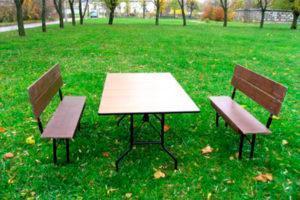 Стол и скамьи для похорон