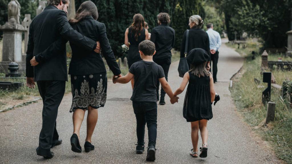Дети на похоронах