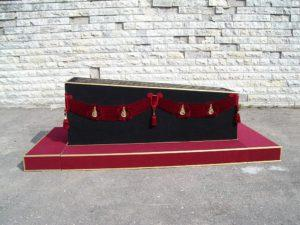 Погребальный постамент