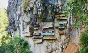Гробы в горе